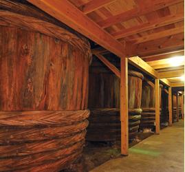 昔ながらの木製木桶にて、仕込み、仕込蔵で熟成させた醤油は、まろやかな風味と香りです!そんな醤油を使用した忠兵衛のめんつゆは絶品です!